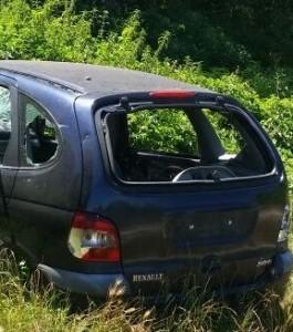 Auto abbandonata nel Parco